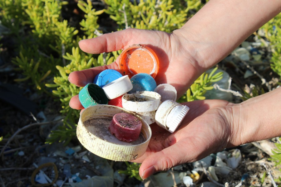 Bottle caps are one of the top ten plastic items found on beaches (Monica Iglecia)