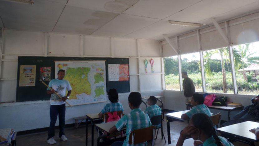 Mr. A. Pherai (Chief Education and Awareness of the National Forest Service) educating schoolchildren about shorebirds at the local school in Alliance.